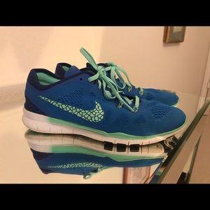 Nike sneakers size 7.5
